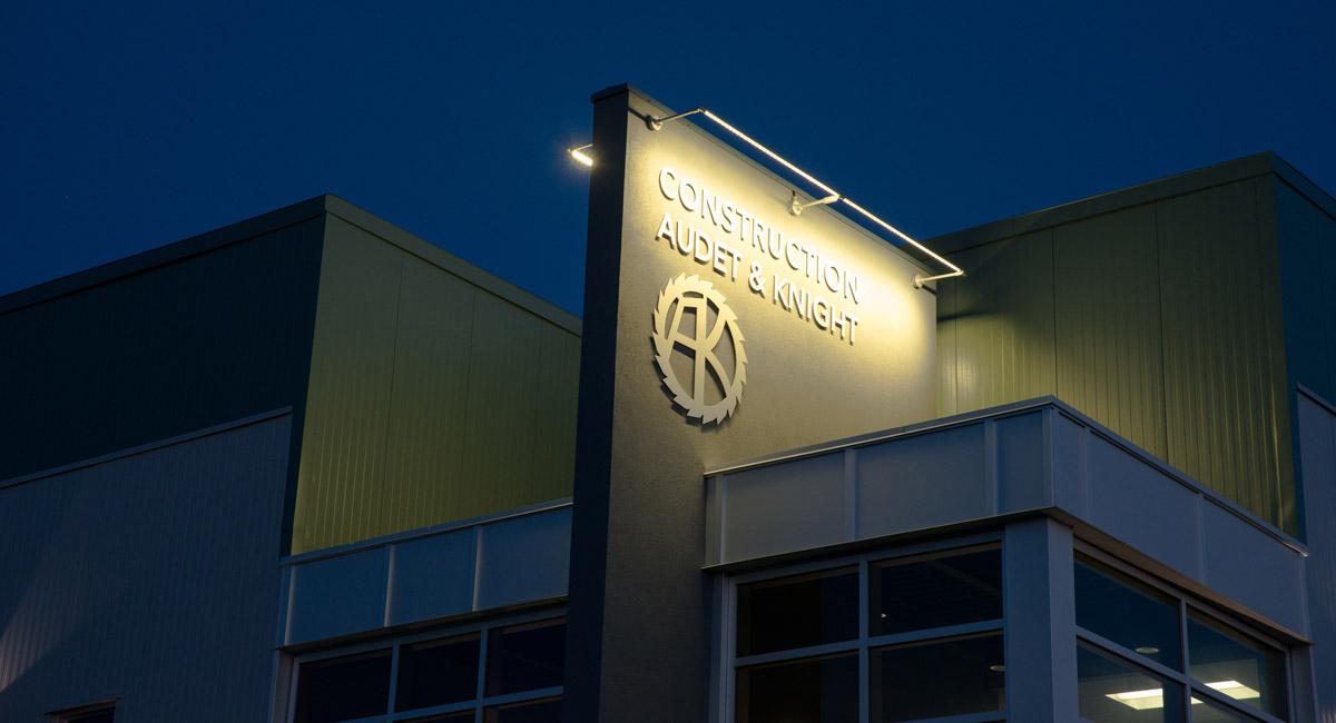 Éclairage extérieur - Immeuble commercial - ETC