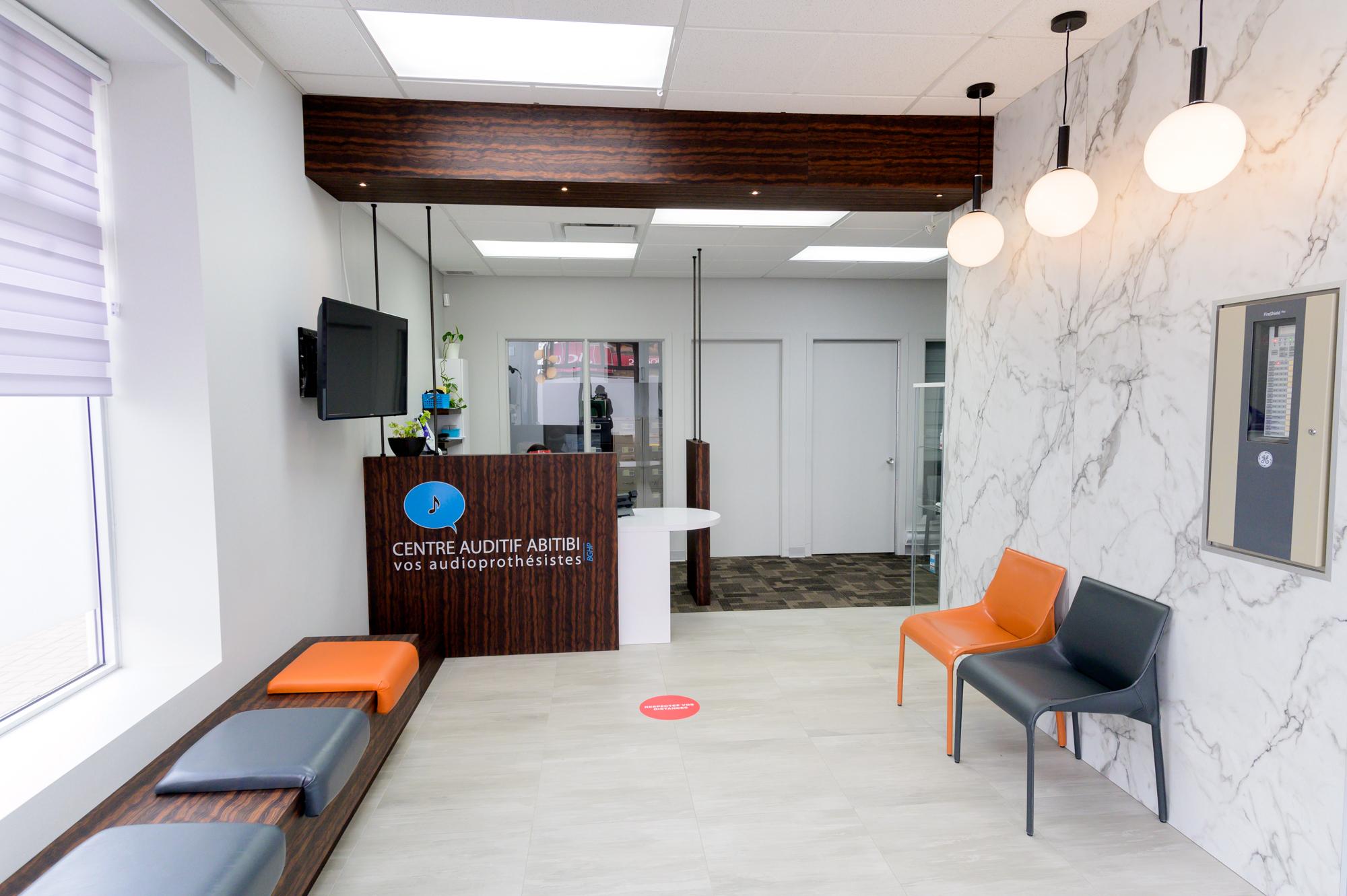 Réalisation design commercial Centre Auditif Abitibi comptoir de réception Struktura 2020