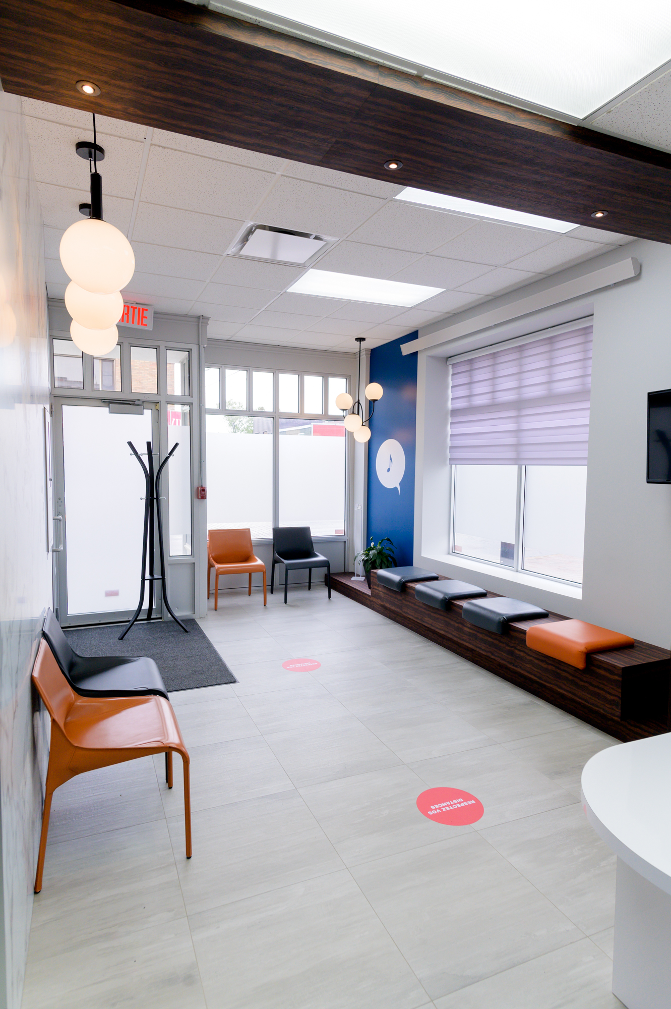 Réalisation design commercial Centre Auditif Abitibi réception place assise Struktura 2020
