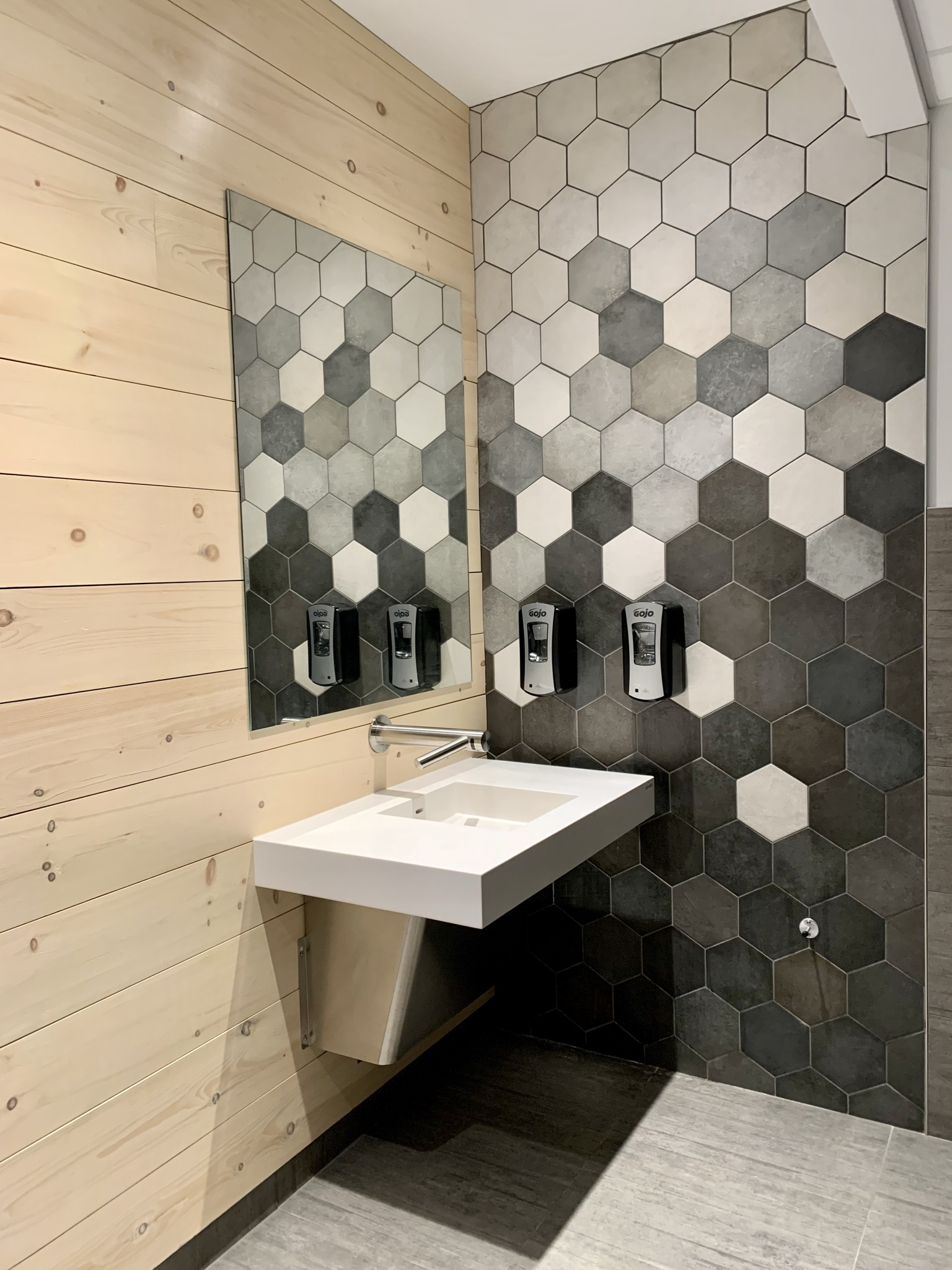 Réalisation commercial Relais Petro-Canada salle de bain Struktura 2021
